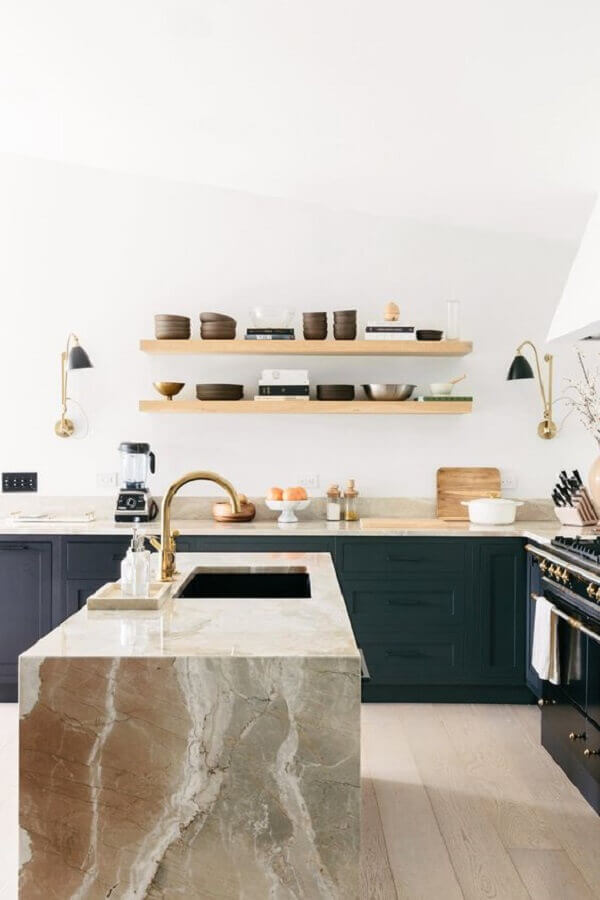 Decoração para cozinha com ilha de mármore - Foto julia robbs