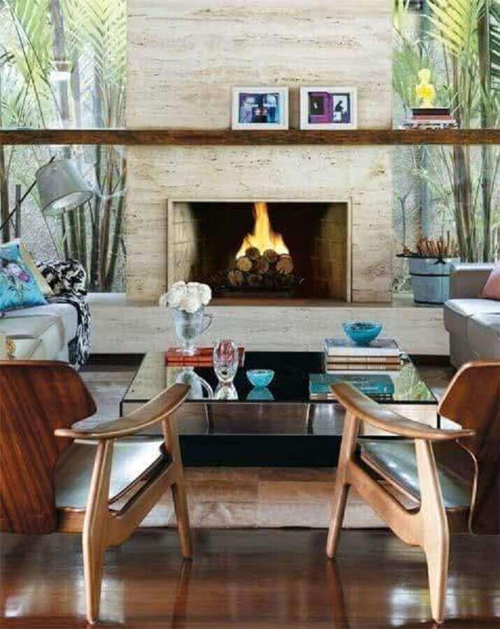 Decoração sala de estar com mármore travertino na lareira - Foto pinterest