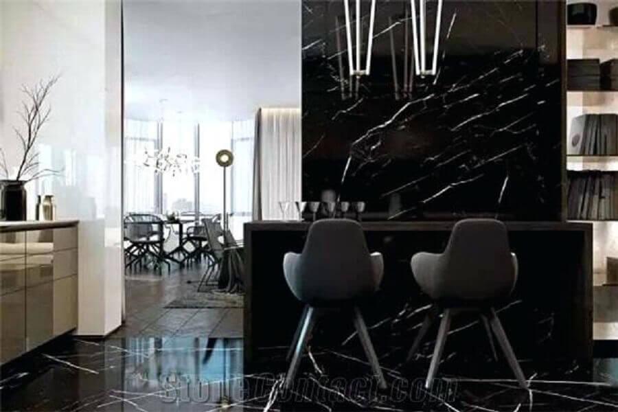 Decoração sofisticada com mármore preto - Foto disneykate
