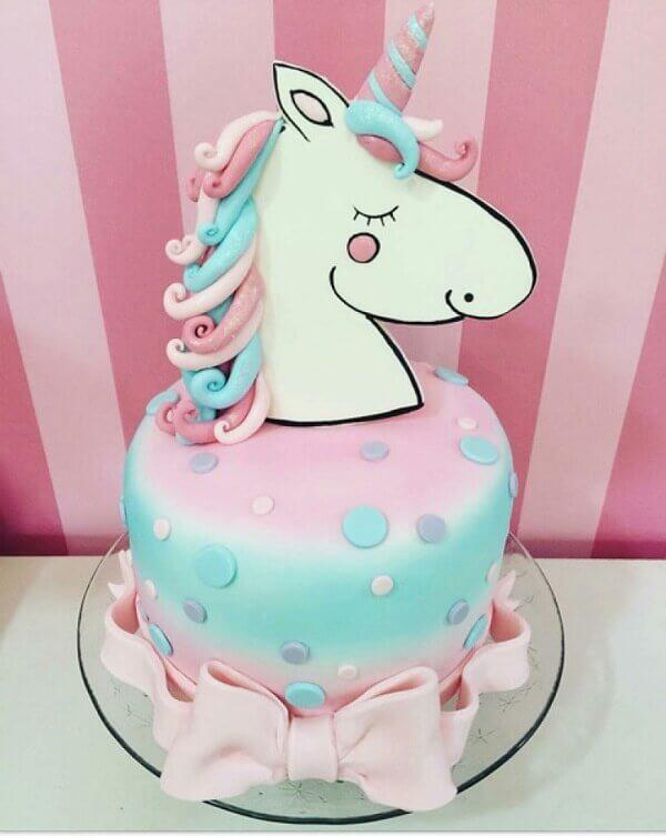 Festa de unicórnio bolo simples