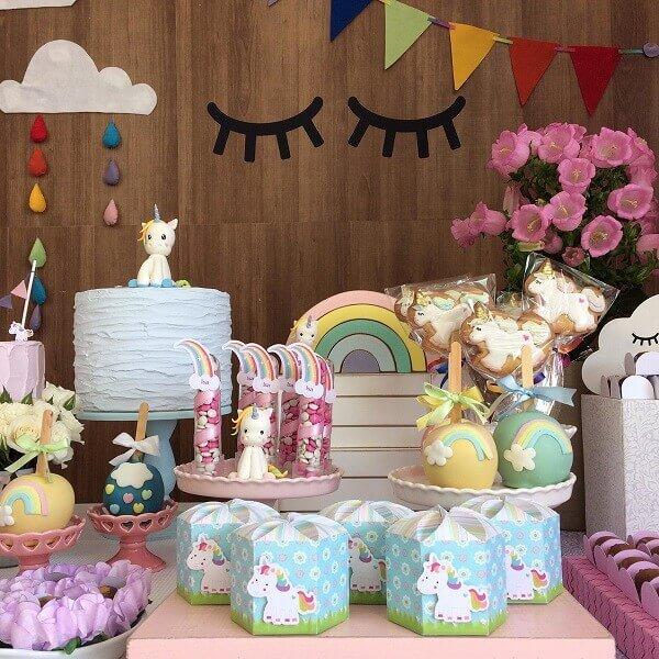 Festa de unicórnio decoração simples e bonita