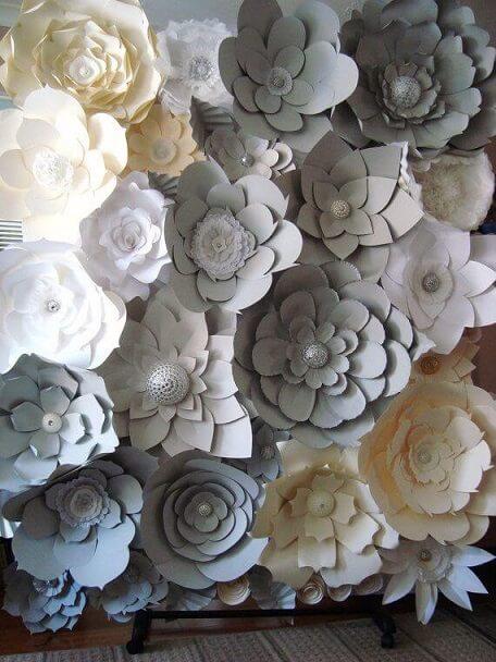 Flores de papel cinzas