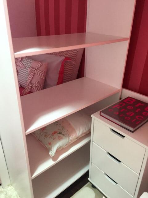 Gaveteiro branco em quarto de menina rosa Projeto de Brunete Fraccaroli