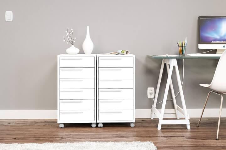 Gaveteiro para escritório branco em dupla ao lado da mesa