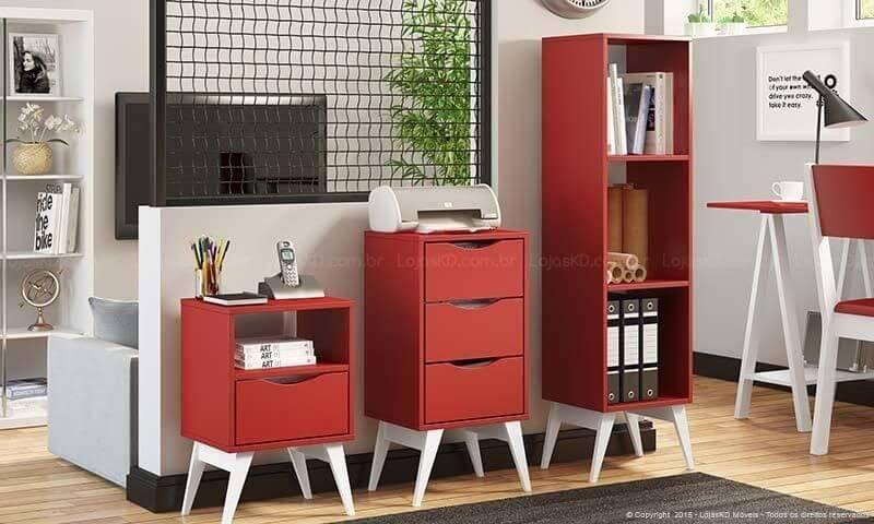 Gaveteiro vermelho combinando com demais móveis Projeto de Lojas KD