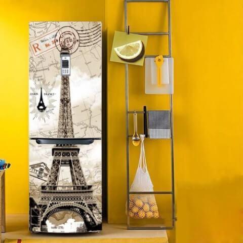 Geladeira adesivada com estampa da Torre Eiffel
