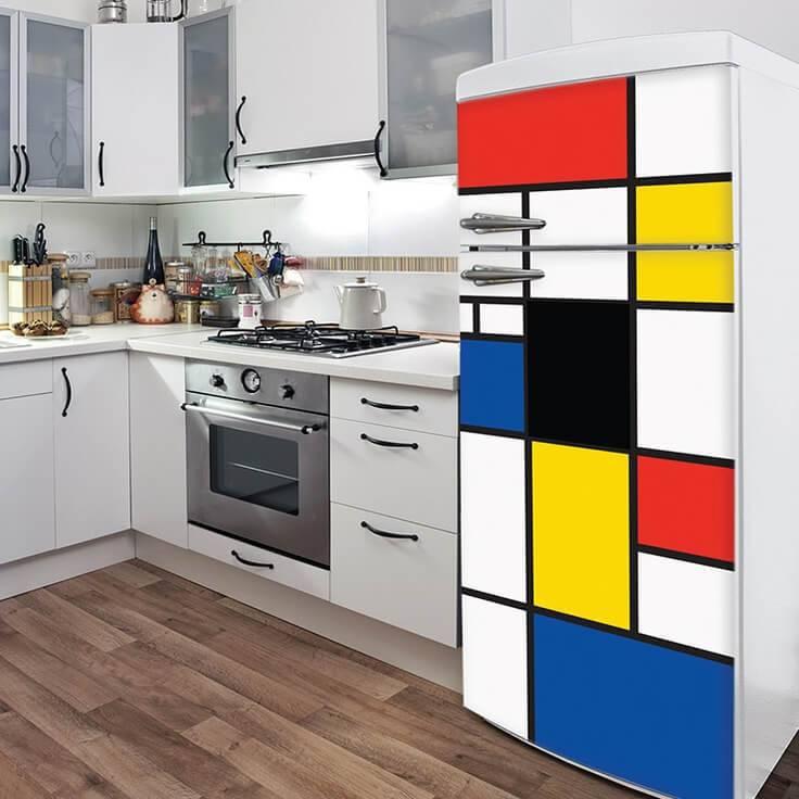 Geladeira adesivada com estampa do Mondrian