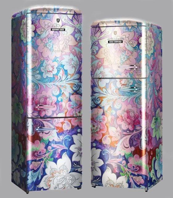 Geladeira adesivada com estampas de flores. Fonte: AnOther