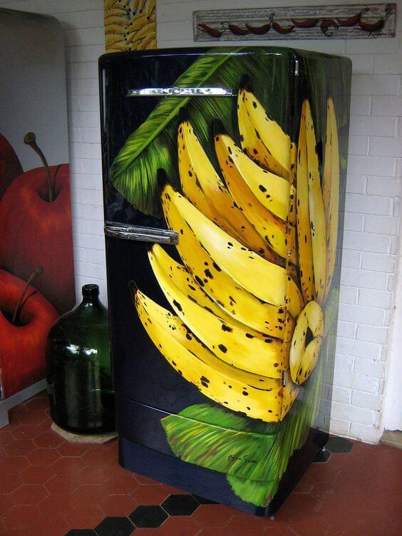 Geladeira adesivada com toque tropical. Fonte: Flickr