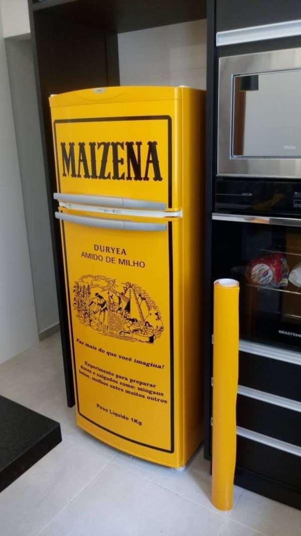 Geladeira adesivada coma a marca maizena. Fonte: Estadão