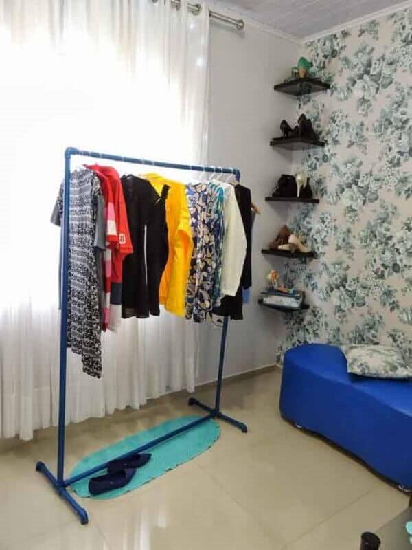 Guarda roupa arara pequena