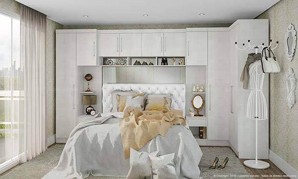 Guarda roupa casal branco com criados mudo e cama embutida