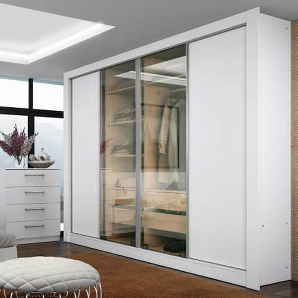 Guarda roupa casal branco com porta de vidro transparente