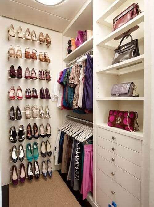 Guarda roupa sem porta com sapateiro