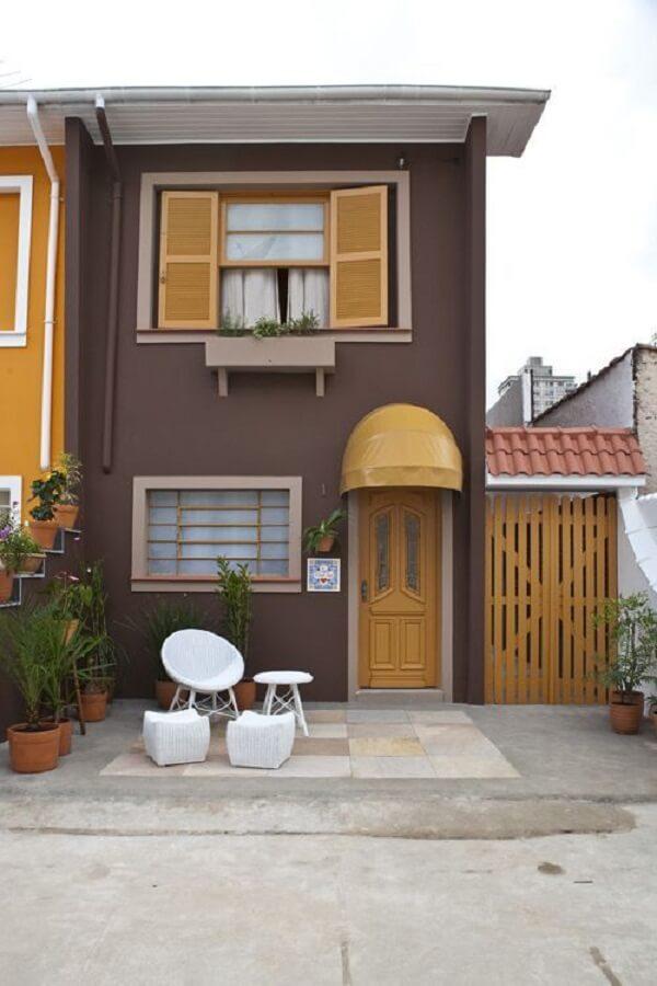 Invista em cores diferenciadas para a fachada da casa sobrado pequeno