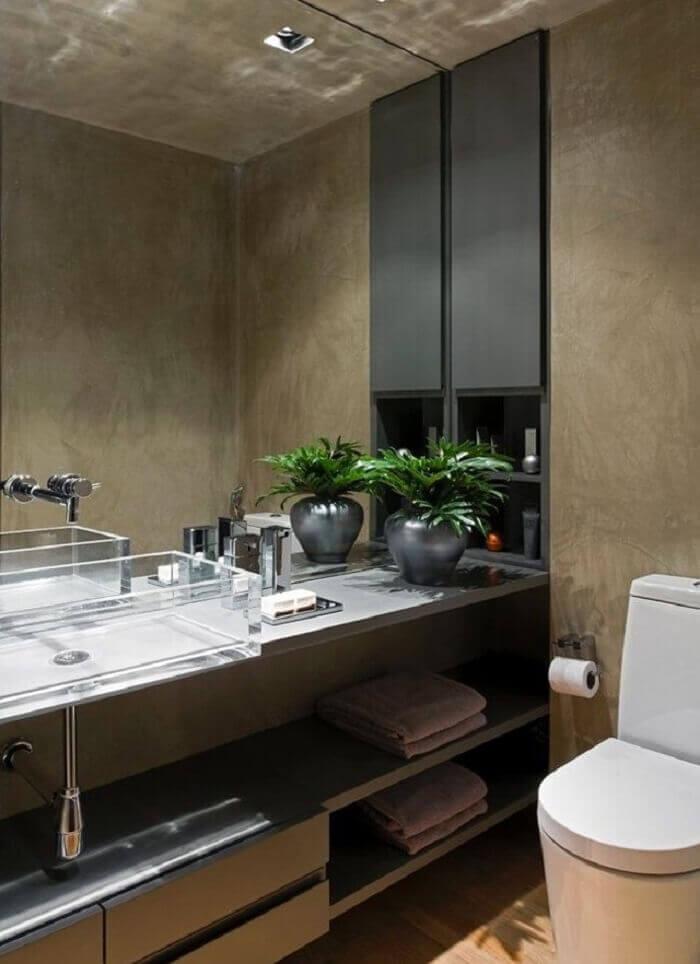 Invista em um grande armário de banheiro com diversos nichos e gavetas