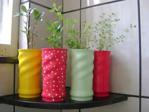 Latas decoradas com temperos