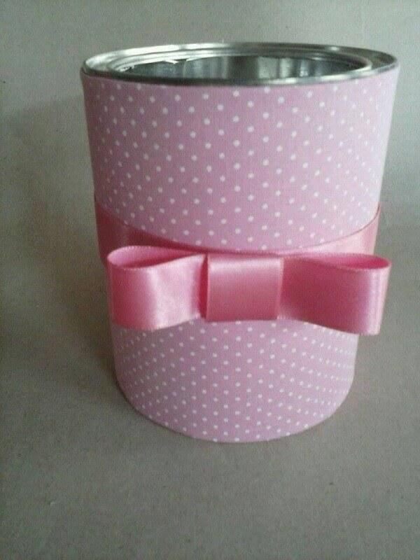 Latas decoradas de leite com lacinho rosa