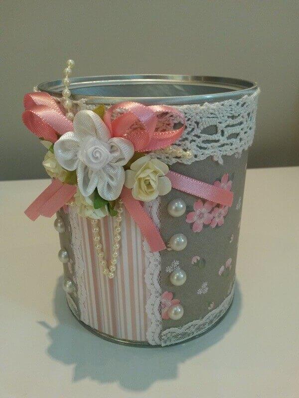Latas decoradas de leite