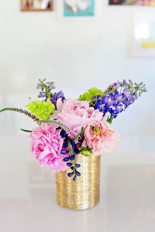 Latas decoradas para arranjo de flor