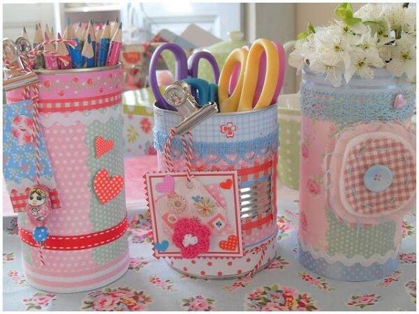 Latas decoradas para lápis e canetas