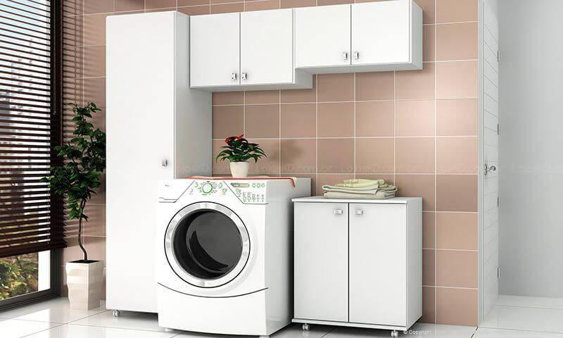 Lavanderia com armário multiuso Projeto de LojasKD