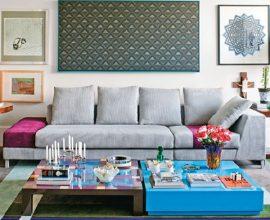 Mesa de centro com design colorido.