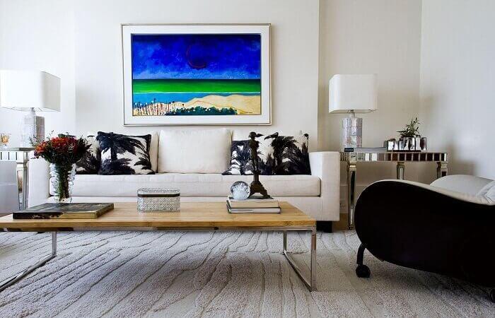 Mesa de centro com tampo de madeira