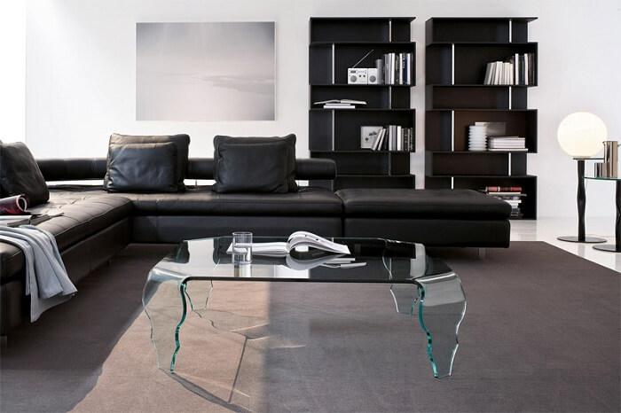 Mesa de centro feito em vidro com design criativo