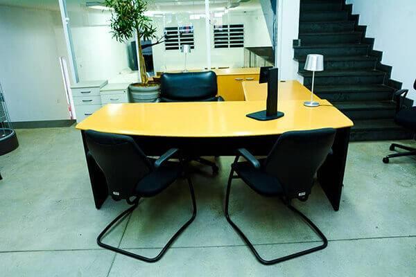 Mesa para escritório em L