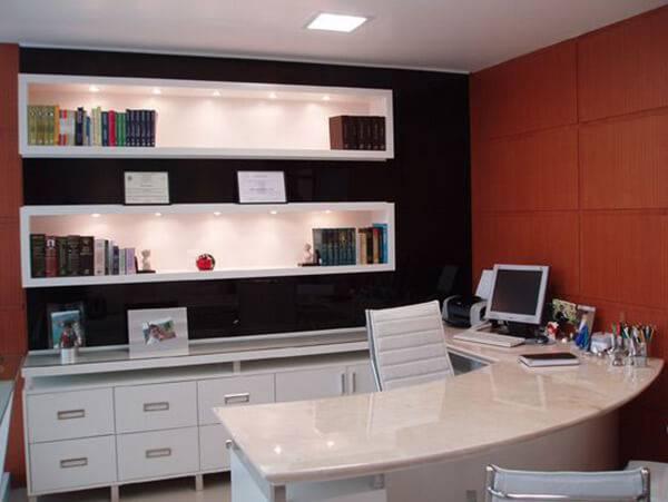 Mesa para escritório em L com linhas curvas