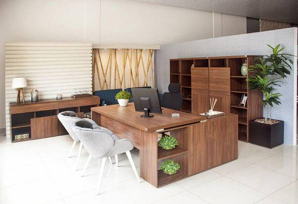 Mesa para escritório em L com nichos