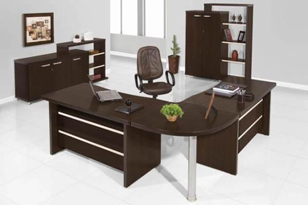 Mesa para escritório em L cromada