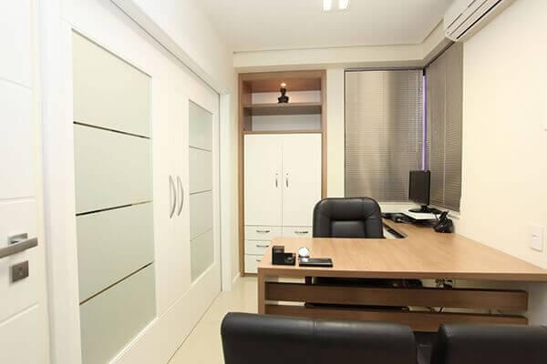 Mesa para escritório em L para escritório pequeno