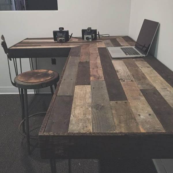 Mesa para escritório em L com madeira reciclada