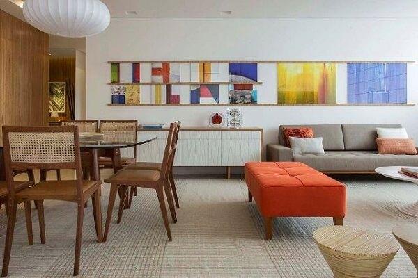 Modelo de buffet com uma mistura de tonalidades e cores neutras