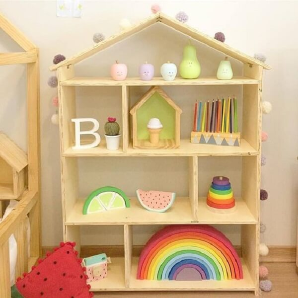 Modelo de estante casinha para quarto montessoriano