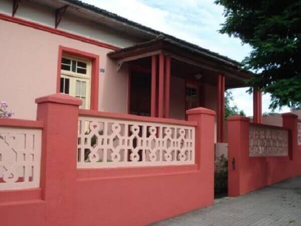 Muros de casas clássico vermelho