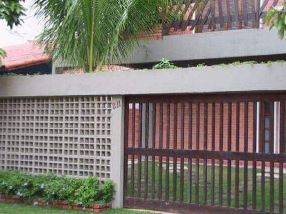 Muros de casas com elementos vazados de concreto