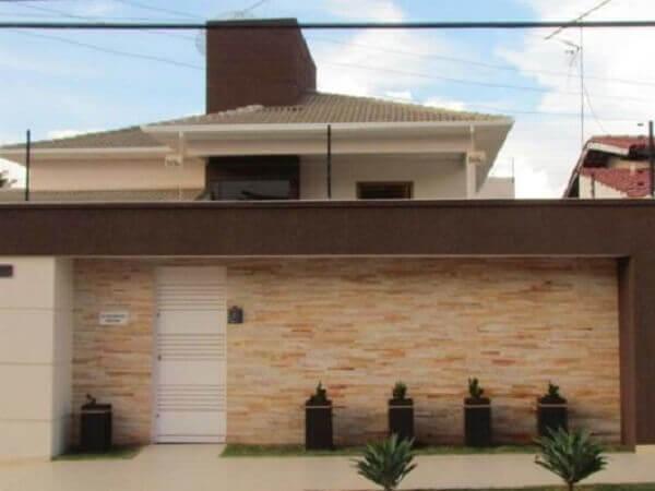 Muros de casas com jardim