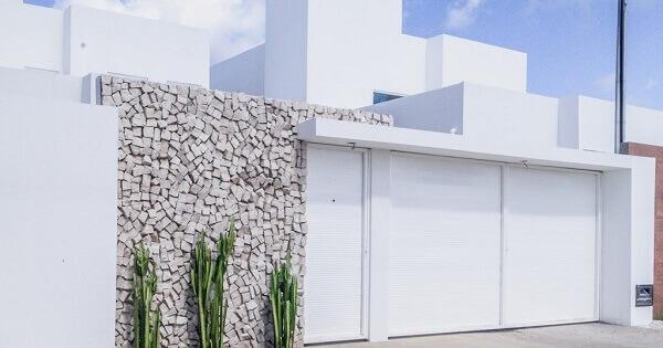 Muros de casas com pedra portuguesa