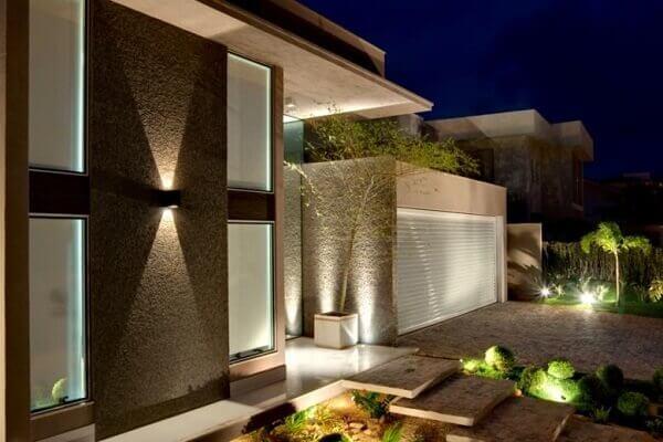 Muros de casas modernas com iluminação