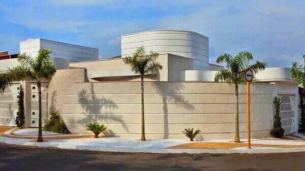 Muros de casas modernas de esquina