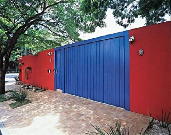 Muros de casas na cor vermelha
