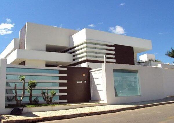 Muros de casas simples na cor branca