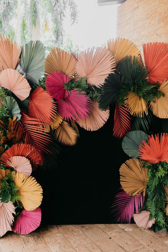 Painel de flores artificiais de papel