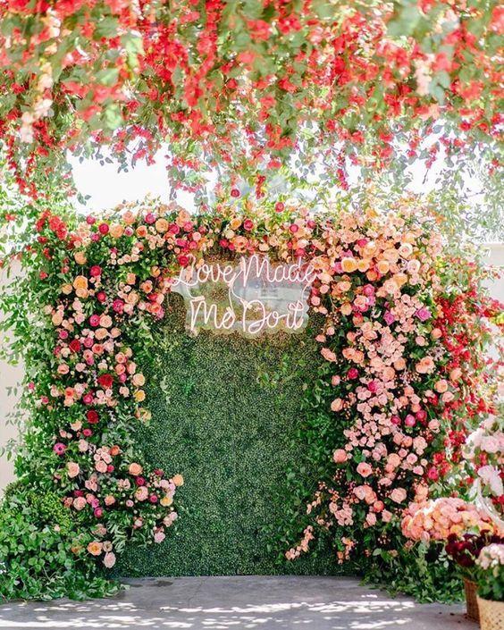 Painel de flores com flores rosa