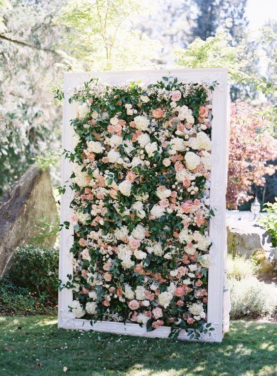 Painel de flores com moldura branca