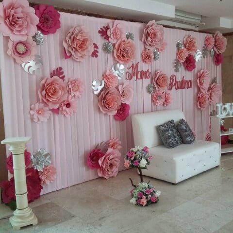 Painel de flores de papel rosa