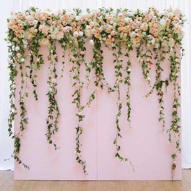 Painel de flores em tons claros e suaves